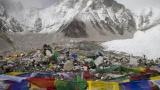 Базовый лагерь Эвереста закрыли из-за мусора